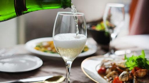 日本酒は食事に合わせやすい!