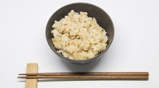 玄米のカロリーと糖質。発芽玄米、白米と1合でどれだけ違う?