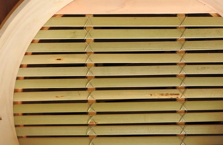 底の部分は竹製
