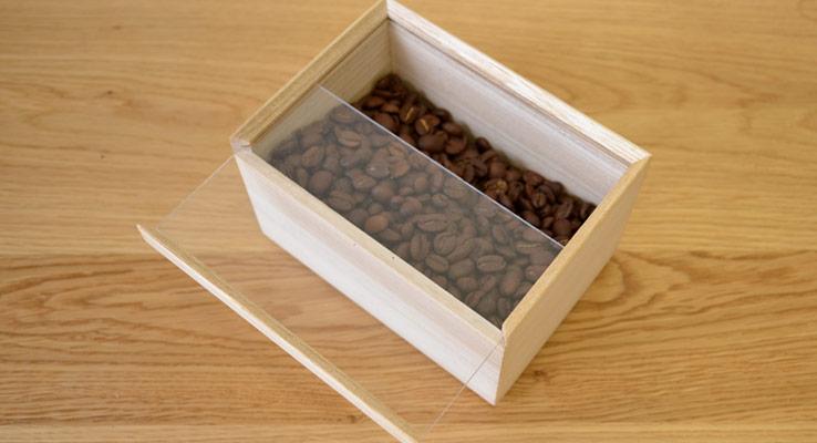 桐箱の伝統の蓋形式である「落し蓋(スライド蓋)」
