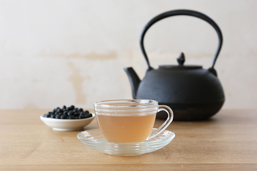 How to Drink Hot Black Soybean Tea