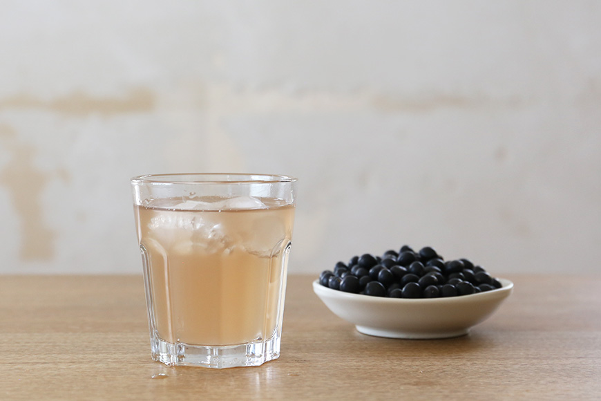 How to Drink Cold Black Soybean Tea