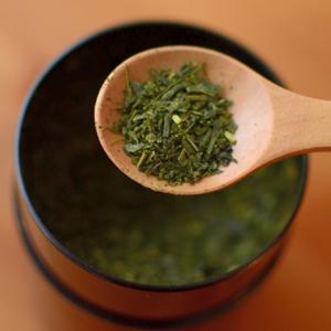 Dried_tea_leaves