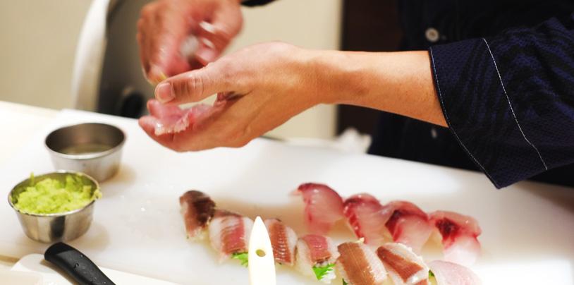 chef_making_sushi