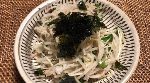 梅干し調味料…梅干しドレッシングの大根サラダ