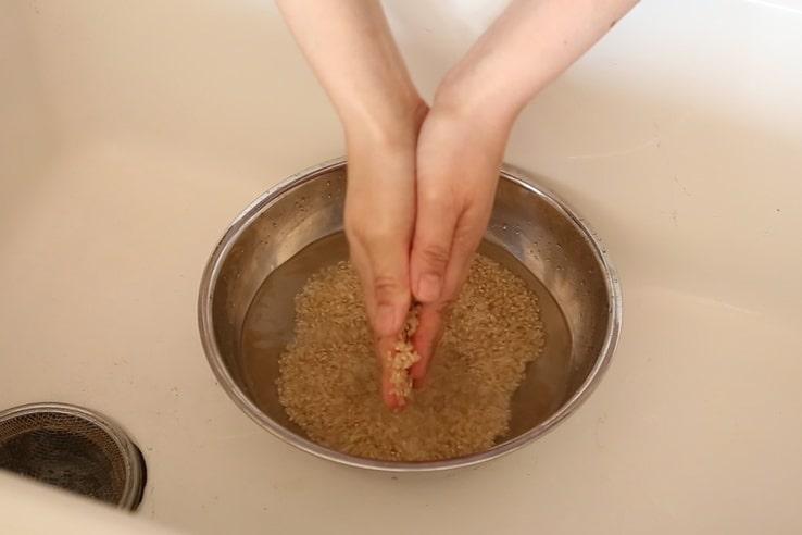 玄米の洗い方と浸水のポイント